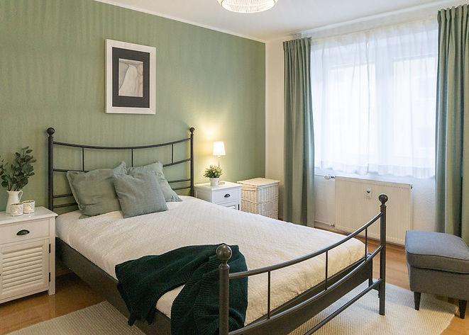 Schlafzimmer_grüne Wand_Landhaus.jpg