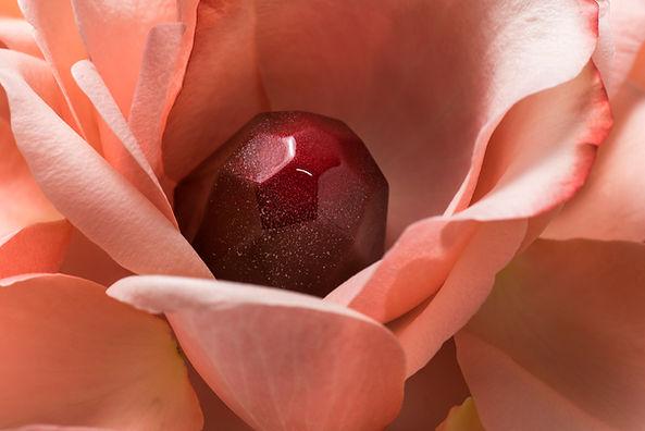 Bombón de pétalos de rosa.jpg
