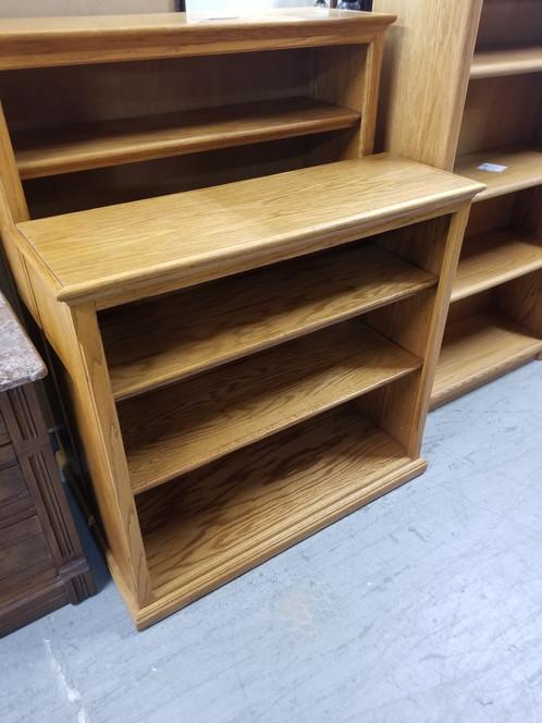 Merveilleux Three Tier Oak Wood Bookshelf / Bookcase W/ Adjustable Shelves