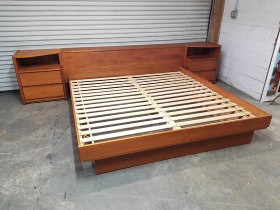 King Size Mid Century Mcm Cherry Wood Platform Bed W/ Nightstands