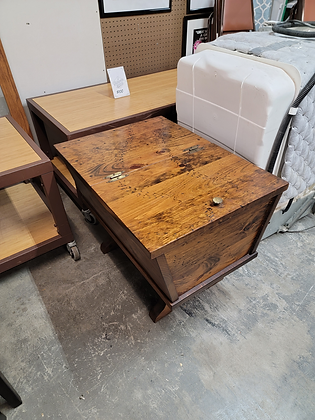 Dark Pine Flip Top Wood Accent Table / End Table