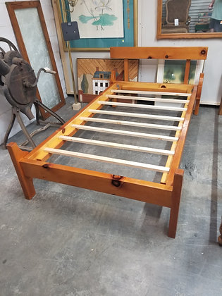 Twin Size Country Pine Wood Bed Frame w/ Slats