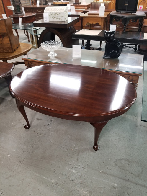 Stickley Oval Mahogany Wood Queen Anne Style Coffee Table