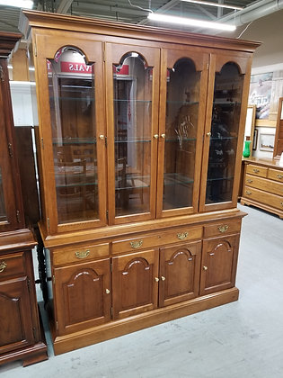 Beautiful Stickley Light Up Glass Front Cherry Wood China Cabinet