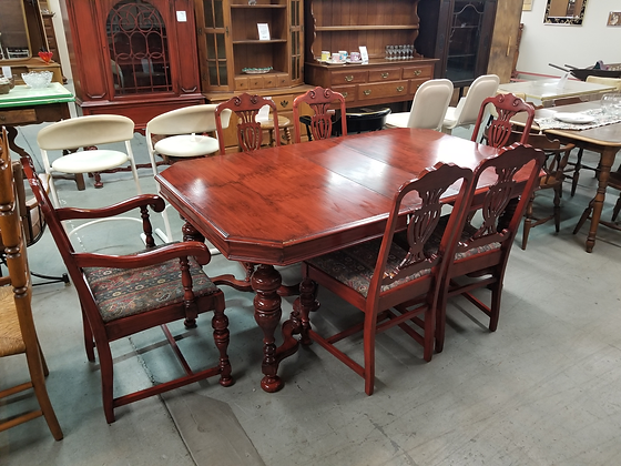 Beautiful Mahogany Wood Dining Table w/ Six Chairs & Single Leaf