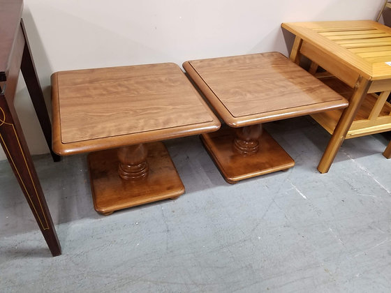 Ethan Allen Matching Pair Short Wood End Tables / Side Tables