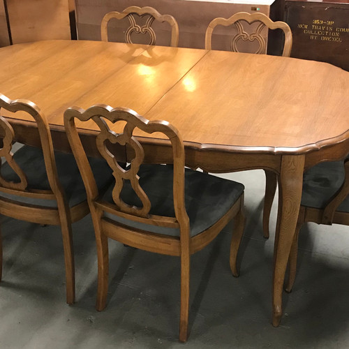 French Provincial Maple Wood Dining Table W 6 Chairs 3 Leaves