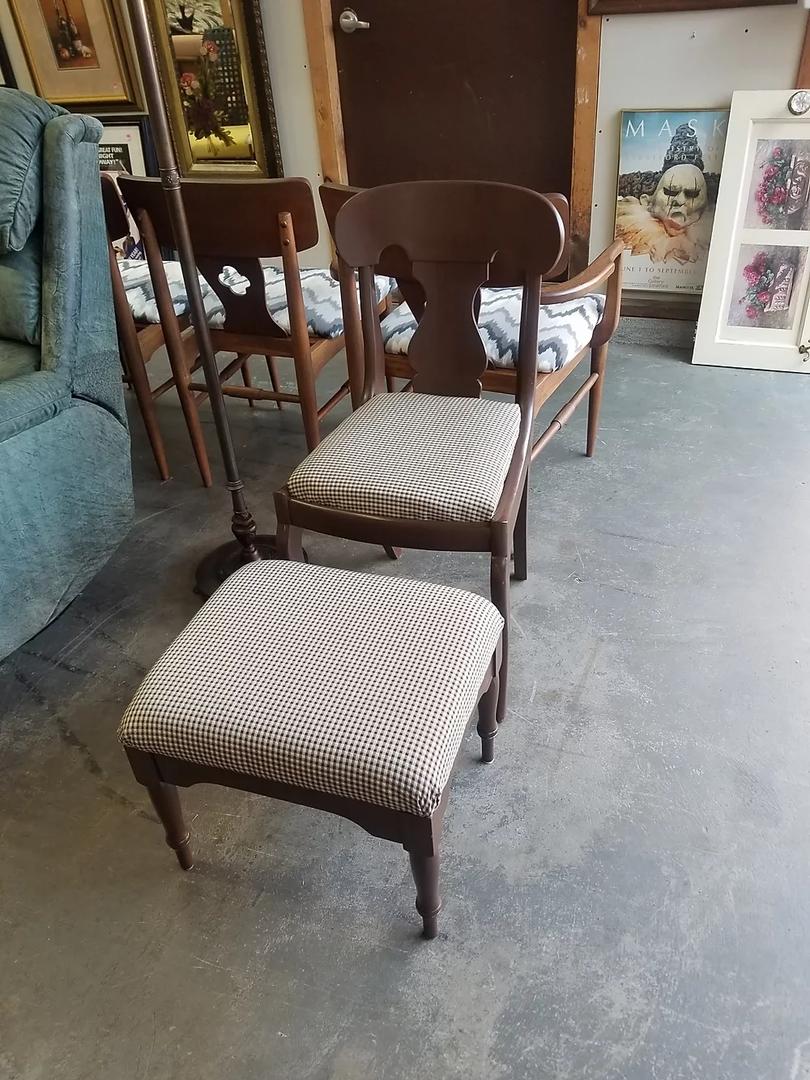 Chair w: Ottoman.webp