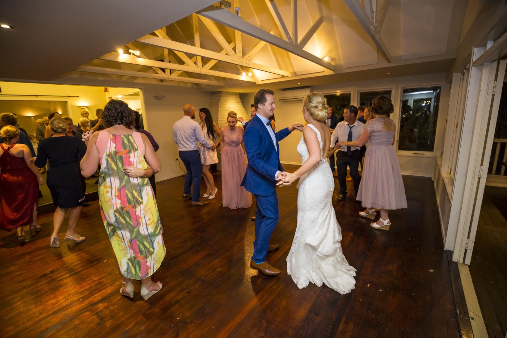 Auckland Kiwi Bride & Groom Dancing