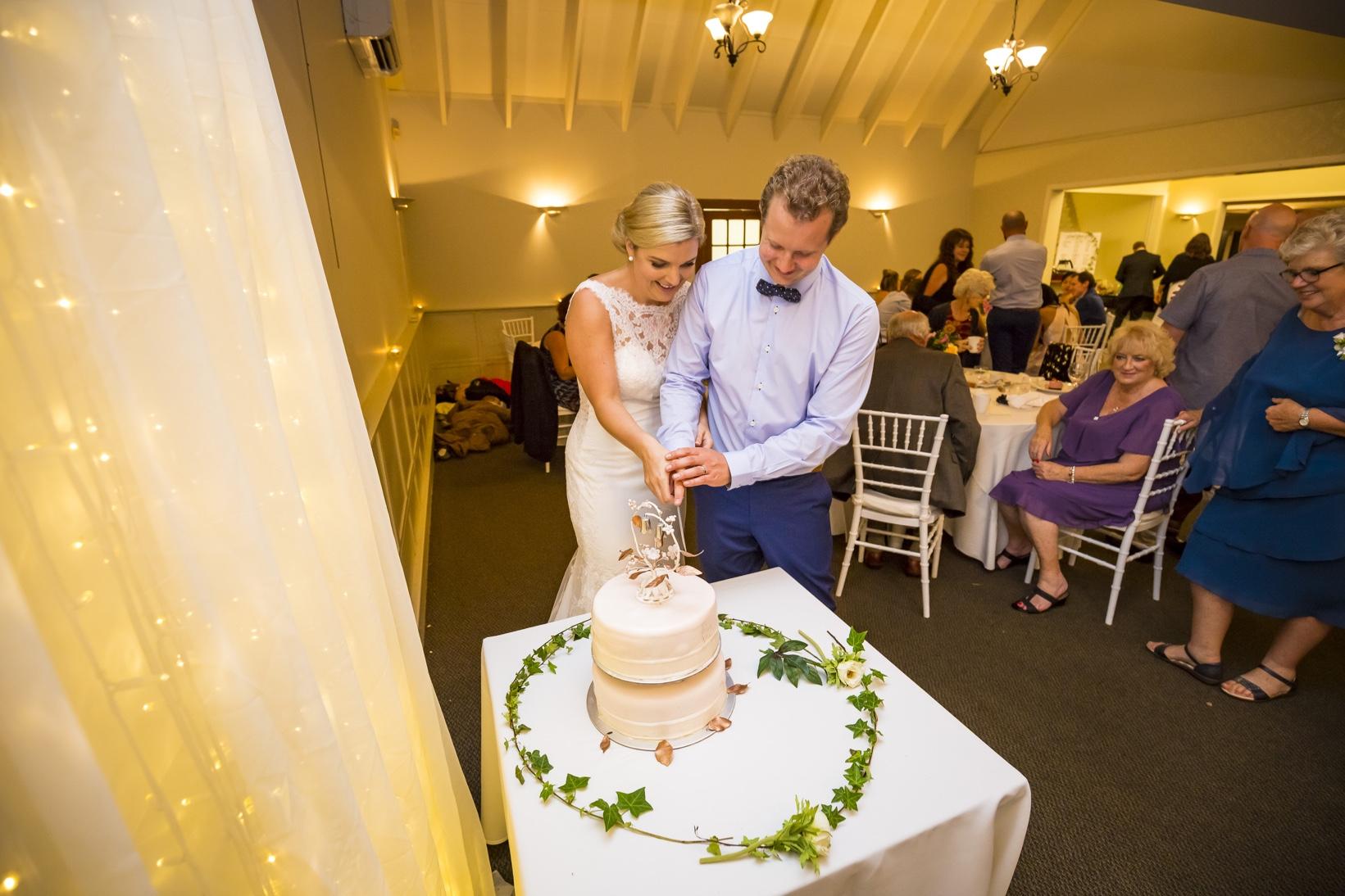 Cake cutting Bride & Groom Auckland