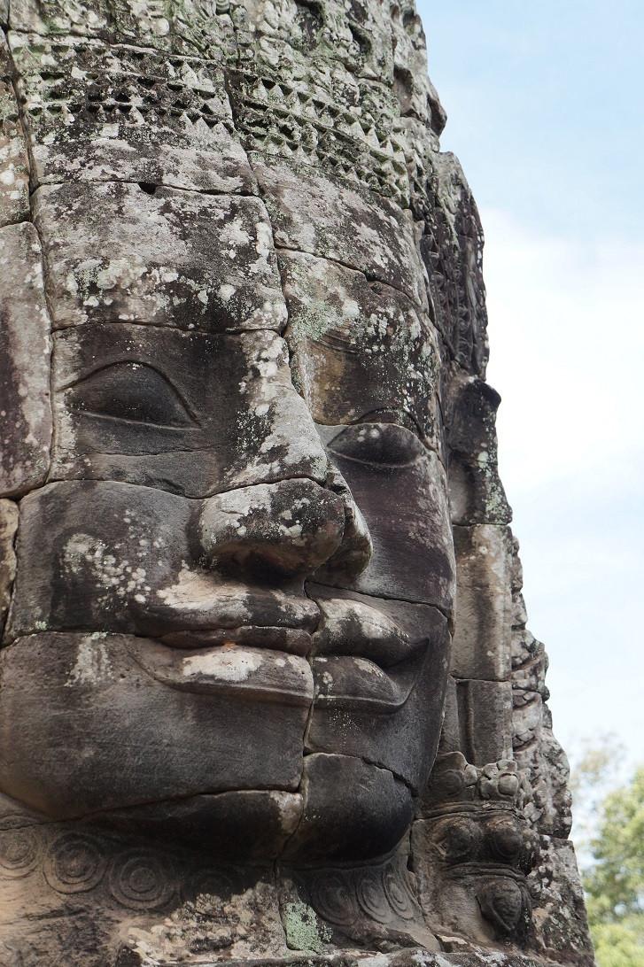Angkor Vat pysäyttää turistin.