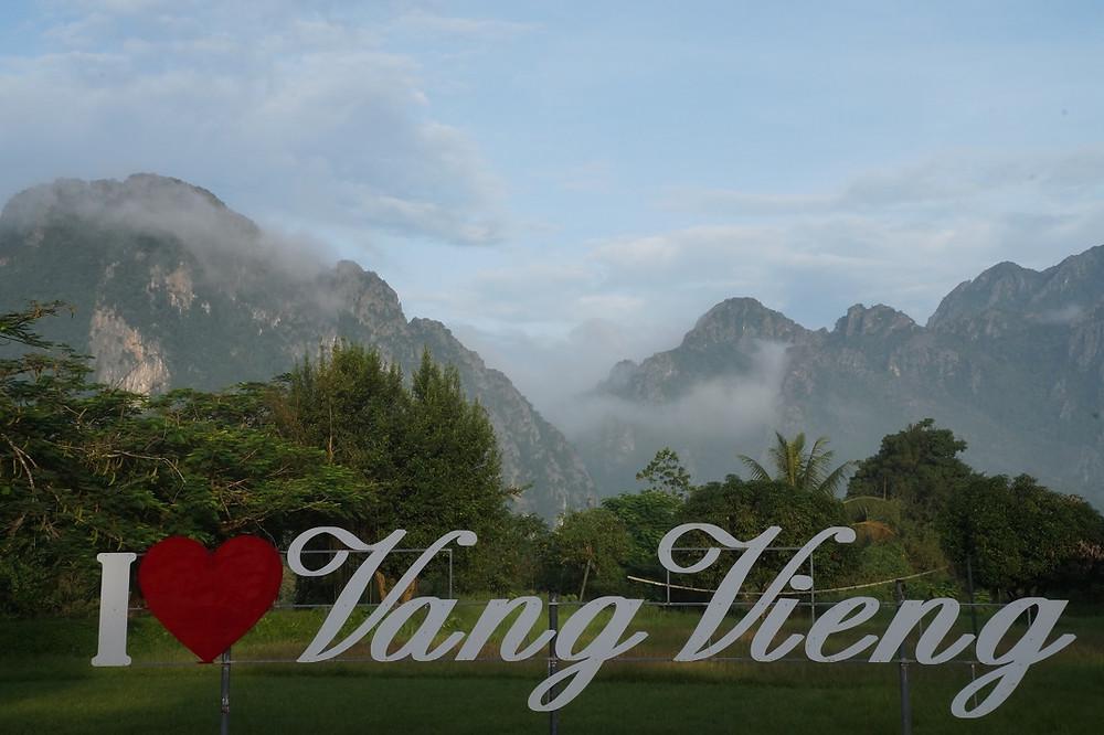 Vang Vieng on suosittu reppureissaajakohde.