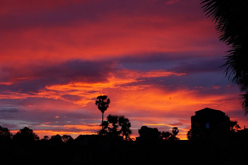 Auringonnousu Angkor Vatilla jää mieleen.