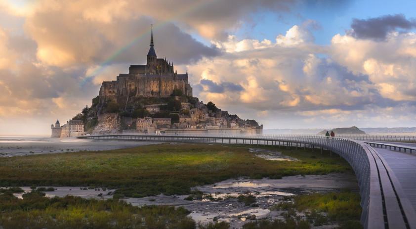 Mont-Saint-Michel-Fotolia-tsomchat_0.jpg