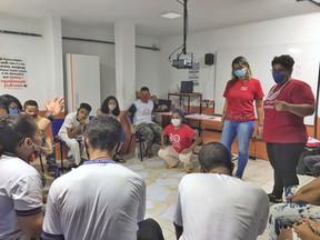Cendhec distribui cestas, kit de higiene com absorventes e material pedagógico na Comunidade do Bode