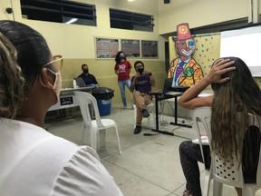 Moradores de Vila Independência participam de ação de formação com o Cendhec