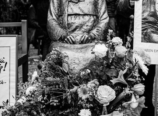 """""""Statue of Peace"""" in Moabit. Activists Speak Out"""