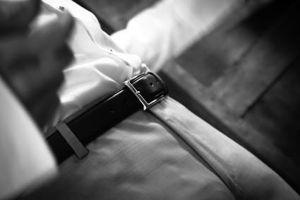 Photos_de_Mariages, les preparatifs, le marie et sa ceinture