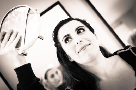 Photos_de_Mariages, la mariee de regarde dans le miroir