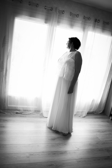 Photos_de_Mariages,les preparatifs, la mariee dans sa robe