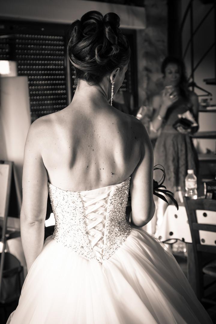 Photos_de_Mariages, contemplation devant les demoiselles  honneur et la maman
