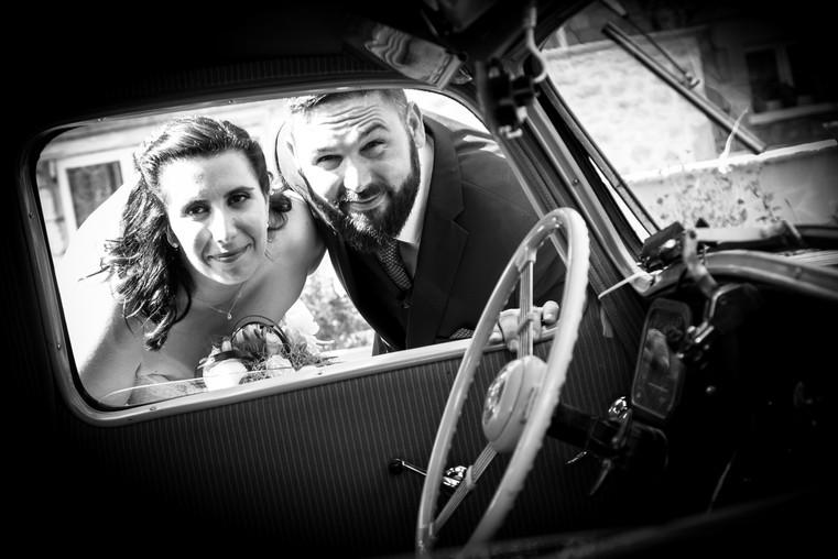 Photos_de_Mariages,_Photo_de_couple,_a travers la voiture
