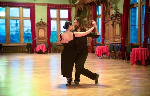 tango-sasha-2019-5_edited.jpg