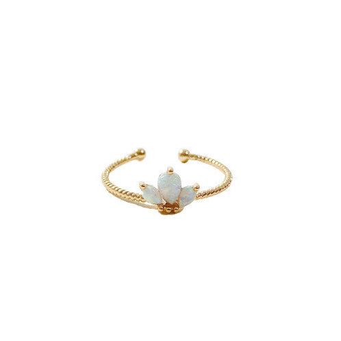 Opal Ring mit drei Tropfen