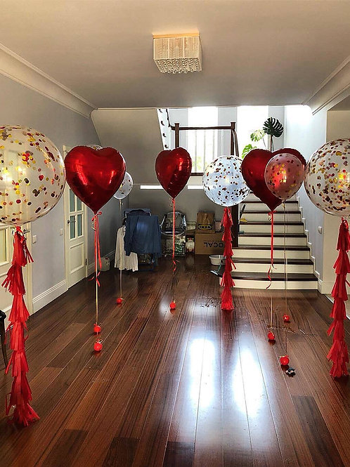 Композиция большие сердца и шары гиганты с конфетти