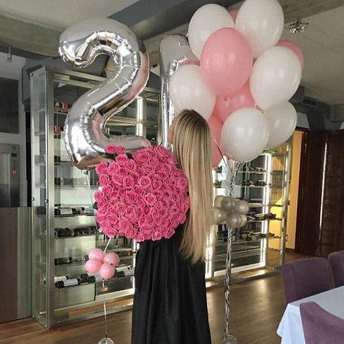 Композиция белые, розовые шары и цифры серебро