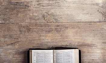 biblia-mesa-madeira.jpg