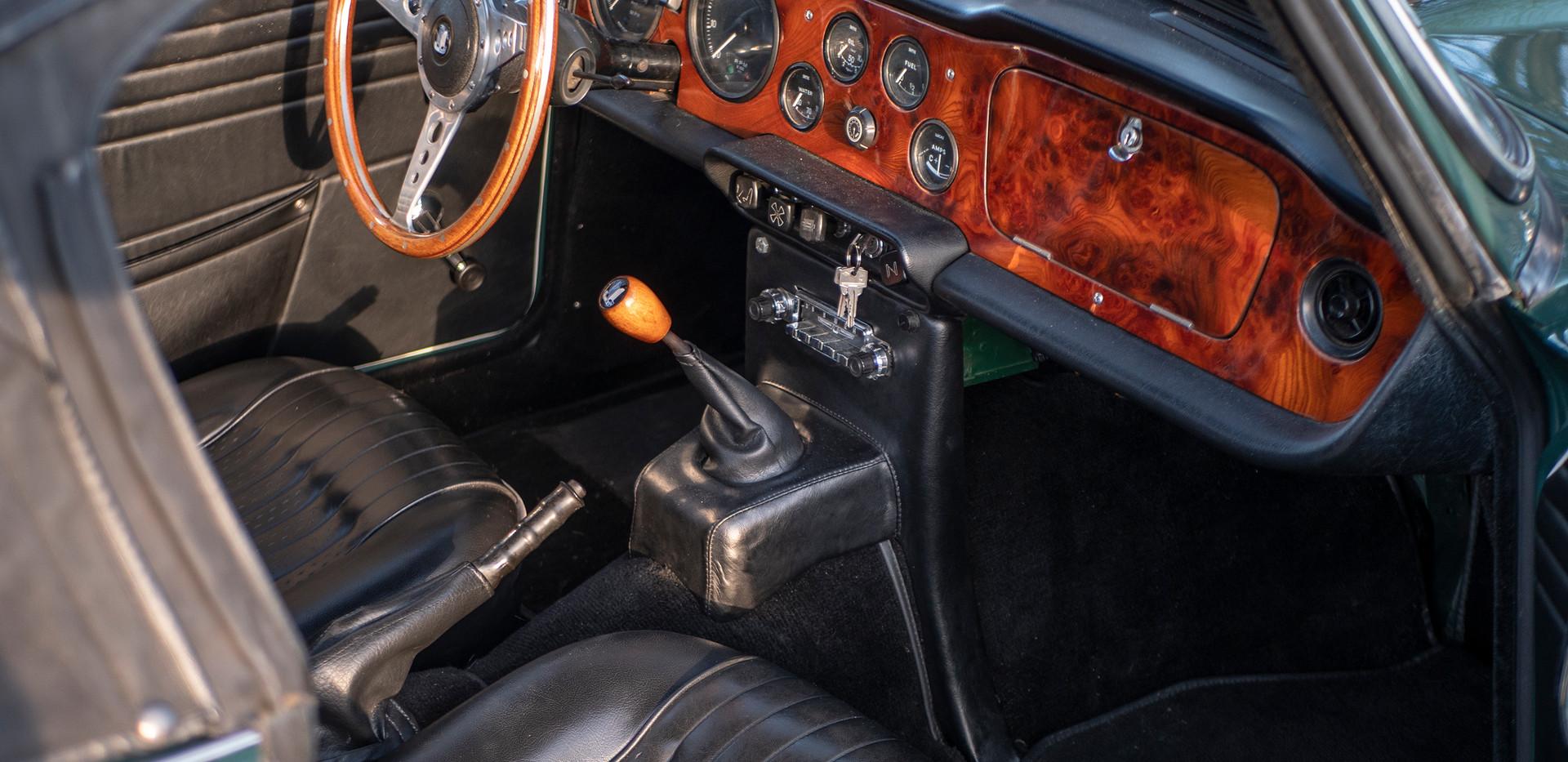 Triumph TR250 1.jpg