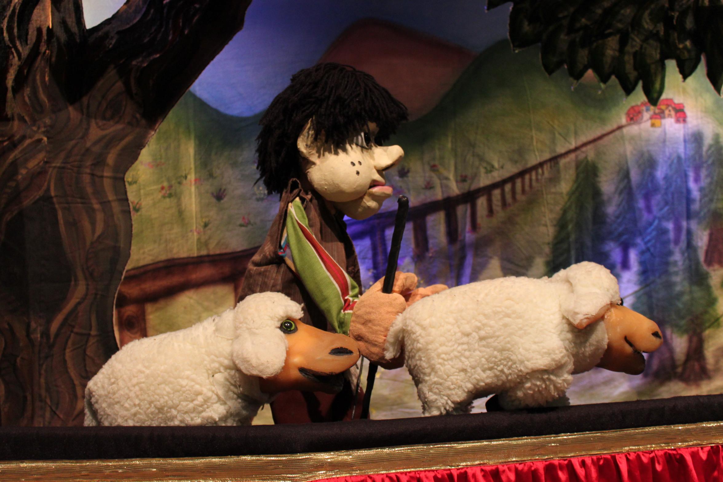 Teatro de bonecos. Pedro e o Lobo.