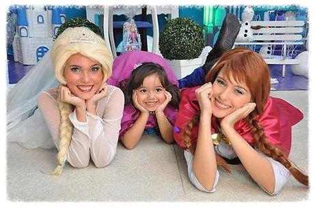 Personagens Ana e Elsa para sua festa nfantil. Caracteres parecidos com os originais. Interretação, sessão de fotos, tenha uma festa inolvidavel!!