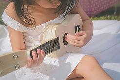 Petite fille guitare.jpg