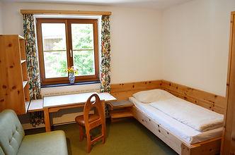 Zimmer_Oberland_Bett.JPG