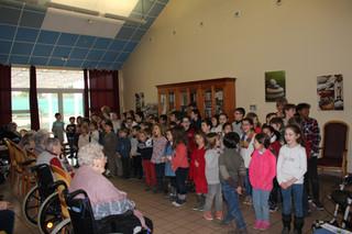 Les élèves viennent chanter à la Favorite