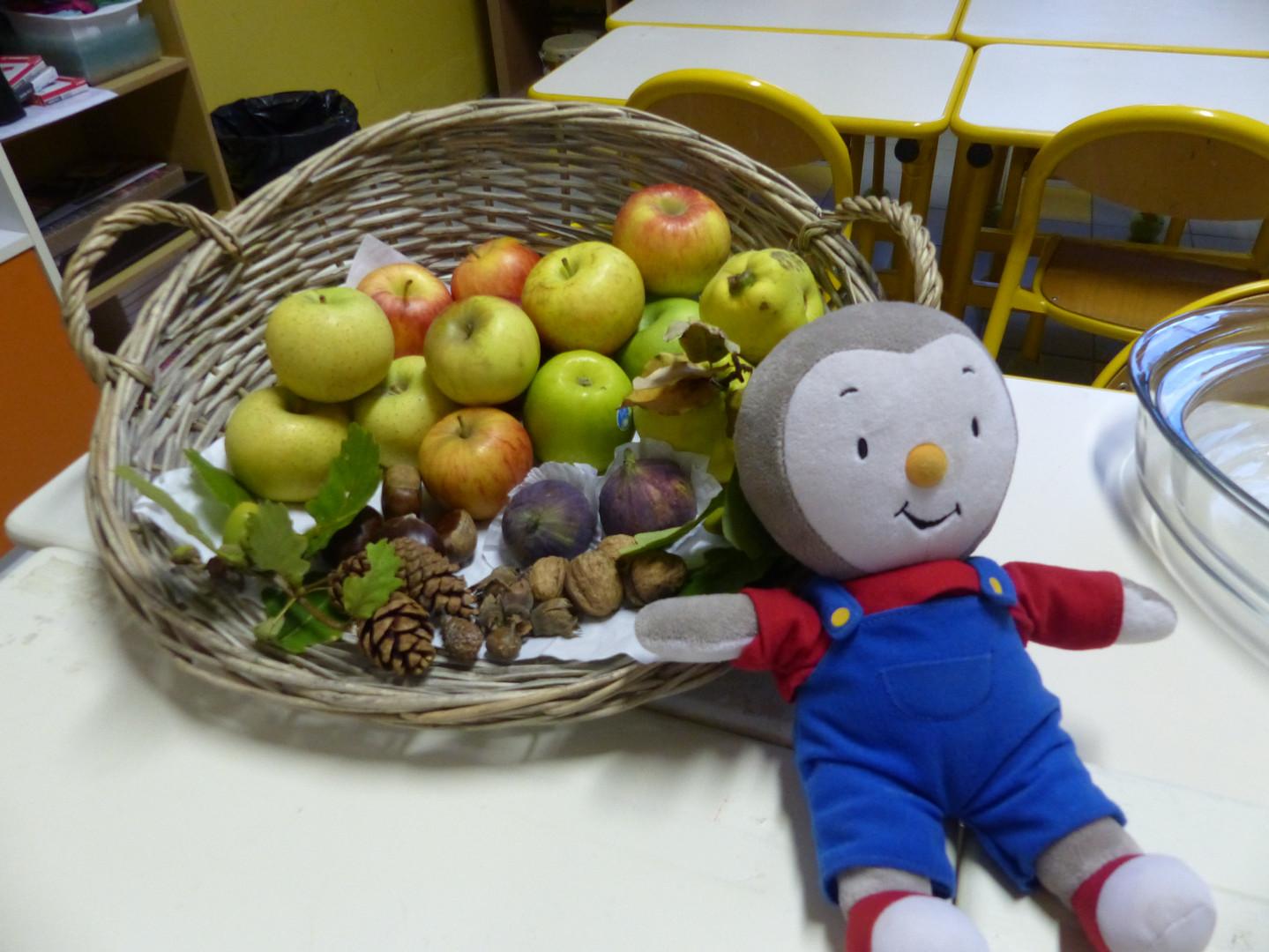 Tchoupi et la récolte de pommes