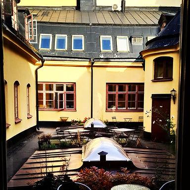 Innergård på Mötesrum, Luntmakargatan 52, centrala Stockholm, samtal, coaching, samtalsterapi, psykologi
