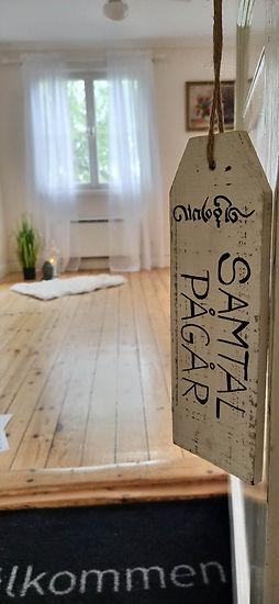 Samtalsrum, Upplands Väsby, Norrort, skylt, samtal pågår, dörr, terapi, coaching, tystnadsplikt