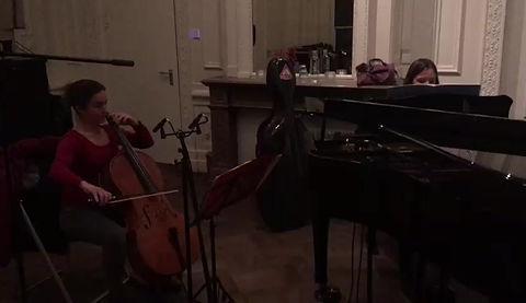 Oihana & Lineke, live te gast bij Opium op Radio 4. Fragment uit de cello sonate van Frank Bridge.