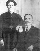 Left, Marion MacKinnon (1868 - 1962) with Murdo MacLeod (1864 - 1930). They were married at Bracadale in 1892 and he was Captain of the Claymore for 49 years.