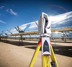 Leica-AT401-solar-panel-desert