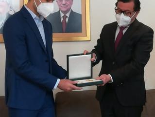 Osama Abu El Hosna für Heldentat während Terroranschlag mit der Yasser Arafat-Medaille ausgezeichnet