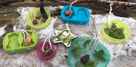Arrange leaves and hangers in moulds
