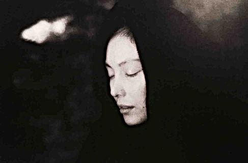 『シビラの四季』真行寺君枝の写真