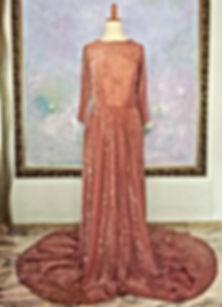 真行寺君枝が手縫いしたシルクのロングドレス