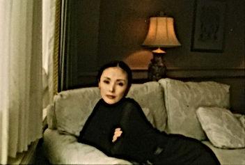 ソファーの真行寺君枝 KIMIE SHINGYOJIの写真