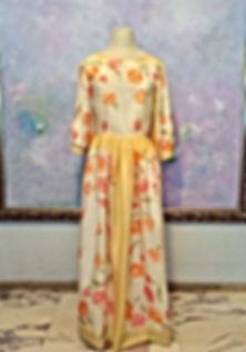 真行寺君枝が縫ったシルクスカーフを使った花柄のロングワンピース