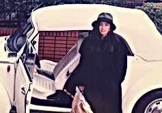 真行寺君枝 KIMIE SHINGYOJI KIMIÉと車の写真